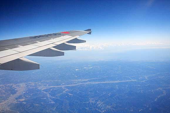 飛行機の窓から関東平野